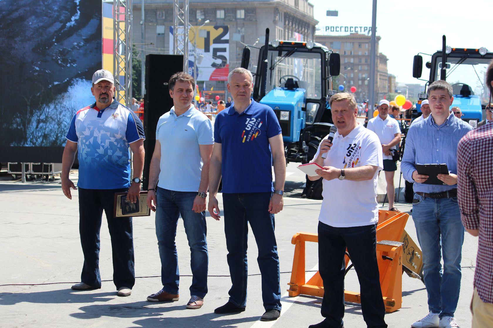 врио губернатора области Андрей Травников и мэр Новосибирска Анатолий Локоть.