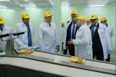Губернатор Андрей Травников проконтролировал работу предприятий пищевой промышленности в Коченёвском районе