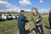 Андрей Травников в рамках Всероссийского дня посадки леса вручил лесоводам ключи от спецавтомобилей