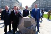 В День Победы в Новосибирске установили первый камень стелы «Город трудовой доблести»