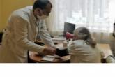 Медицинские специалисты проводят выездные осмотры пожилых людей в Новосибирской области