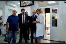 Сегодня первому заместителю Губернатора Новосибирской области Юрию Петухову на примере поликлиники №16 показали, насколько эффективно и успешно медицинское учреждение может использовать возможности нацпроекта «Здравоохранение» для развития и улучшения качества обслуживания.