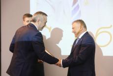Андрей Травников поздравил с юбилеем председателя СО РАН Валентина Пармона