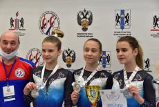 Новосибирские юниорки завоевали серебро на окружных соревнованиях по спортивной гимнастике