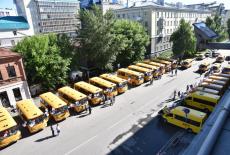 Ключи от новых школьных автобусов вручены представителям образовательных учреждений региона