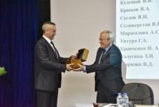 Глава региона Андрей Травников поздравил коллектив Института экономики СО РАН с 60-летием