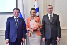 Губернатор Андрей Травников вручил знаки отличия «За материнскую доблесть»