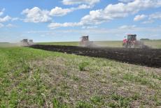 Вместе с передовым аграрным производством в сёла Колыванского района придёт газ и новая дорога