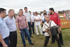 Андрей Травников ознакомился с работой площадок V Международного фестиваля «Играй, гармонь!» имени Геннадия Заволокина