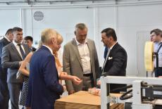 Губернатор Андрей Травников рассмотрел планы развития в регионе предприятия «Белла Сибирь»
