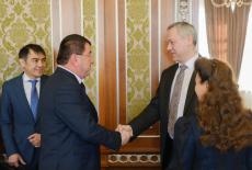 Губернатор Андрей Травников провел рабочую встречу с Хокимом Сурхандарьинской области Республики Узбекистан Турой Боболовым