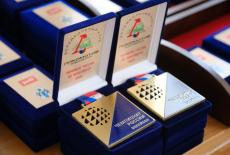 Губернатор Андрей Травников вручил волейболистам акт ввода в эксплуатацию Регионального волейбольного центра