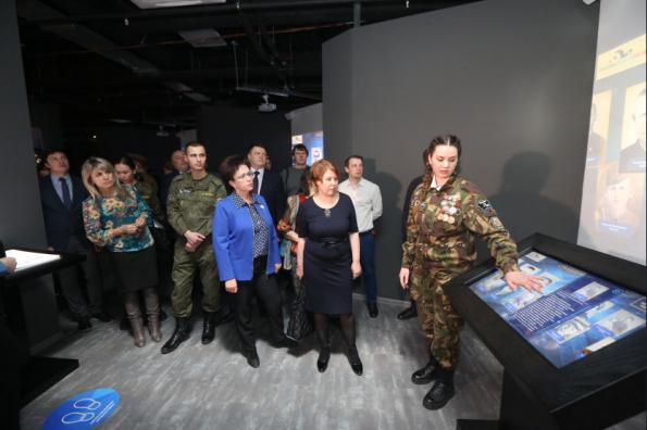 Мультимедийная выставка «Имена из солдатских медальонов» открылась в Новосибирской области