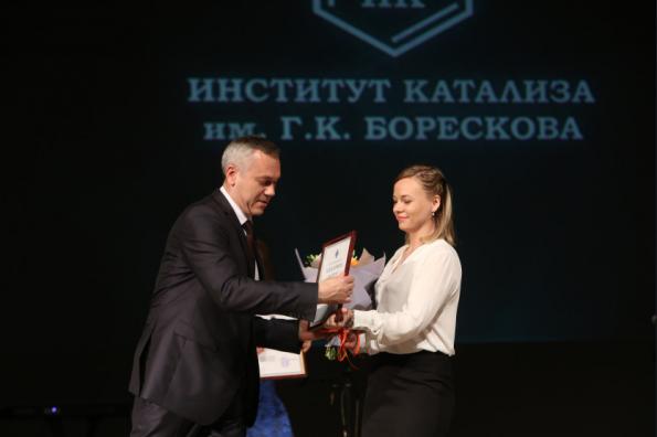 Андрей Травников поздравил учёных с 60-летием Института катализа им. Борескова