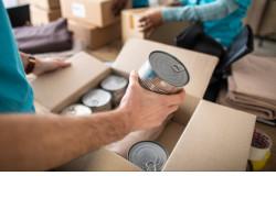 Соцработники помогают пожилым новосибирцам с доставкой продуктов и медикаментов