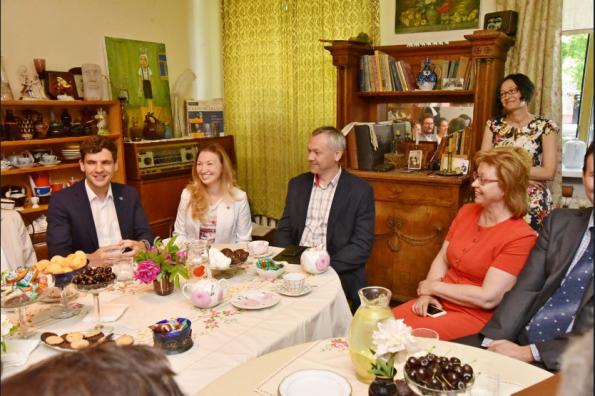 Андрей Травников обсудил с молодыми учёными перспективы развития Новосибирского научного центра