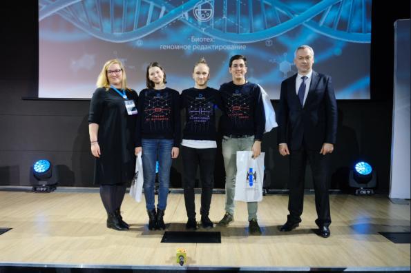 Губернатор Андрей Травников поздравил победителей научной олимпиады – юных генных инженеров