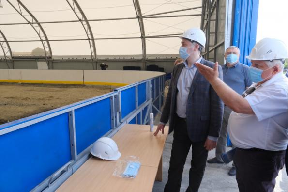 Губернатор Андрей Травников проконтролировал строительство хоккейного модуля в с. Довольное