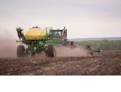 Пшеницу и лен-кудряш начали сеять аграрии Новосибирской области