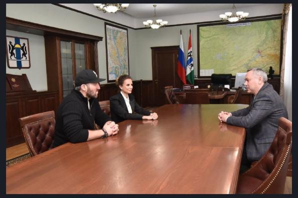 Андрей Травников и Александр Овечкин обсудили развитие юношеского хоккея в регионе