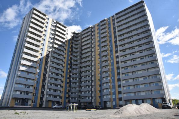 В сотом достроенном долевом доме региона выданы первые ключи от квартир