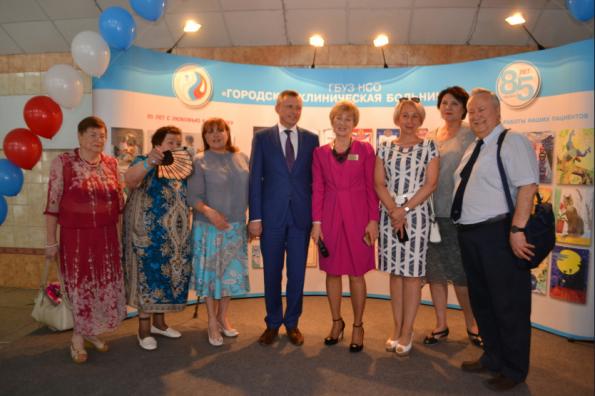 Награды Губернатора Новосибирской области вручены сотрудникам Городской клинической больницы № 2 в честь юбилея