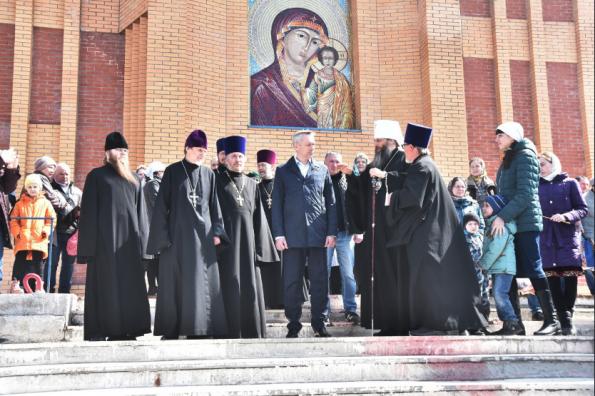 Губернатор Андрей Травников и Митрополит Никодим совершили предпасхальный объезд храмов
