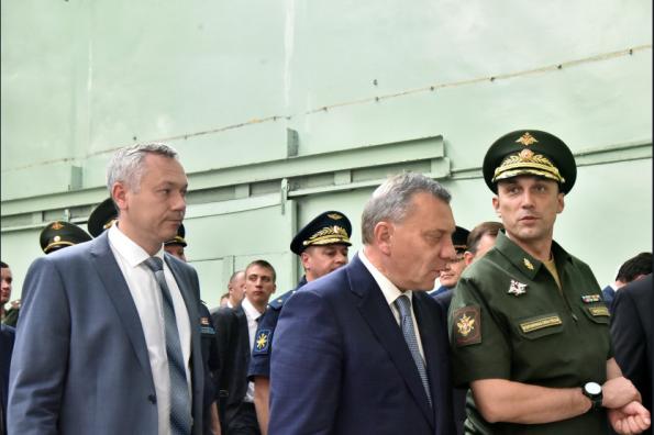 Вице-премьер РФ Юрий Борисов и глава региона Андрей Травников посетили Новосибирский авиационный завод имени Чкалова