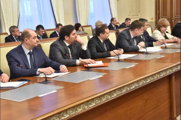 Губернатор Андрей Травников поручил заключить все контракты по нацпроектам до конца февраля