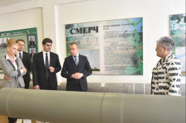 Врио первого заместителя Губернатора Юрий Петухов посетил Новосибирский завод искусственного волокна