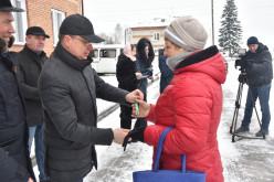 Первый заместитель Губернатора Юрий Петухов вручил ключи от новых квартир участникам программы переселения в р.п. Маслянино