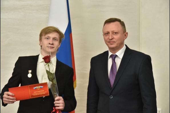 Лучшим студентам профобразования Новосибирской области вручены удостоверения стипендиатов Правительства РФ