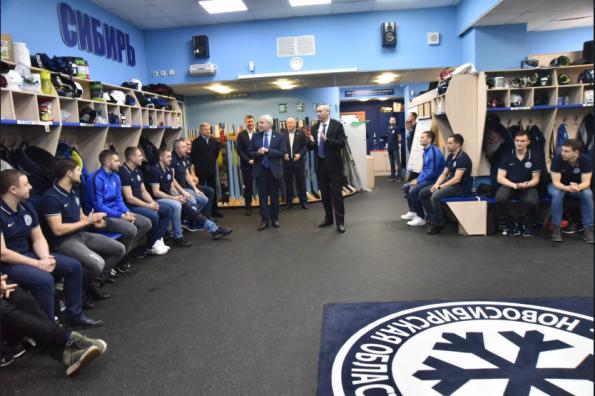 Губернатор Андрей Травников: Болельщики «Сибири» заслуживают этого хоккейного праздника – игр плей-офф