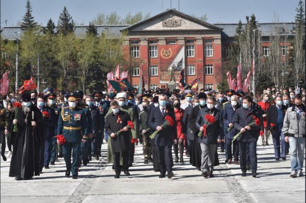 Губернатор Андрей Травников поздравил жителей Новосибирской области с Днём Победы