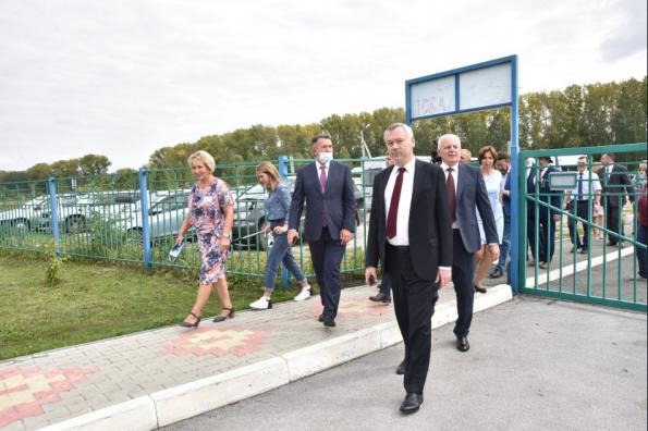 Новую школу в Болотном сдадут на три месяца раньше срока – к 1 сентября 2021 года