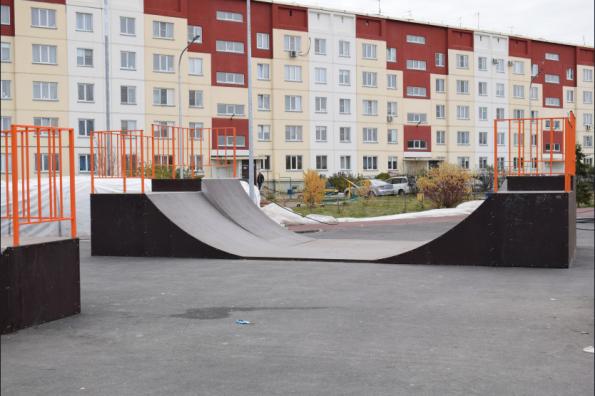 Парк со скейт-площадкой, тренажерами и обучающей зоной создается в городе Оби по нацпроекту