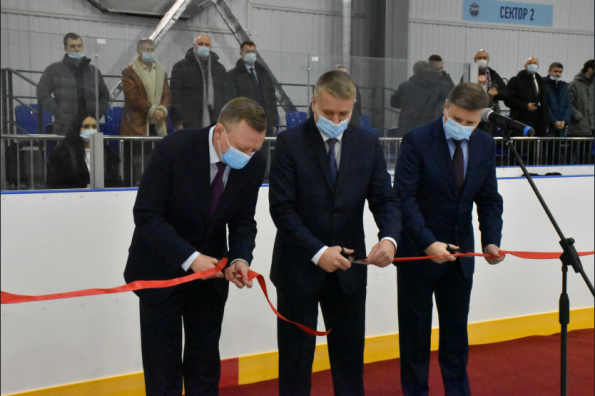 Заместитель Губернатора Сергей Нелюбов открыл новый физкультурно-оздоровительный комплекс в Краснообске