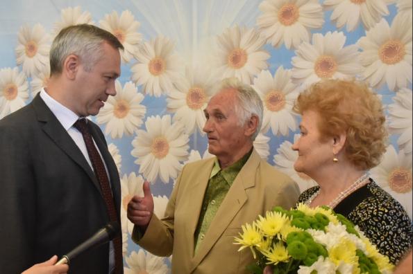 Андрей Травников принял участие в областном мероприятии, посвященном Дню семьи, любви и верности