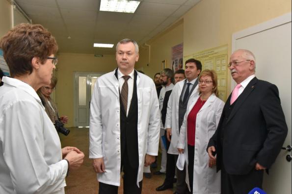 Андрей Травников побывал с рабочей поездкой в НИИ фундаментальной и клинической иммунологии