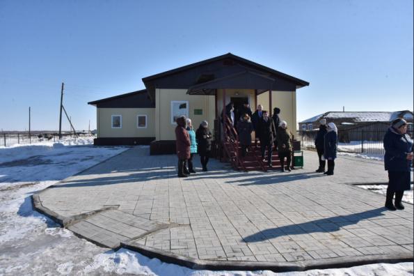 Глава региона оценил работу нового ФАПа и поддержал идею строительства ФОКа в Чановском районе