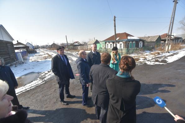 Глава региона Андрей Травников проконтролировал состояние дорог в городе Барабинске