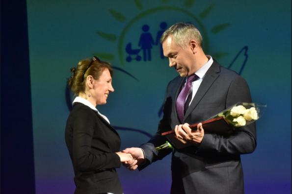 Андрей Травников поздравил работников социальной сферы с профессиональным праздником