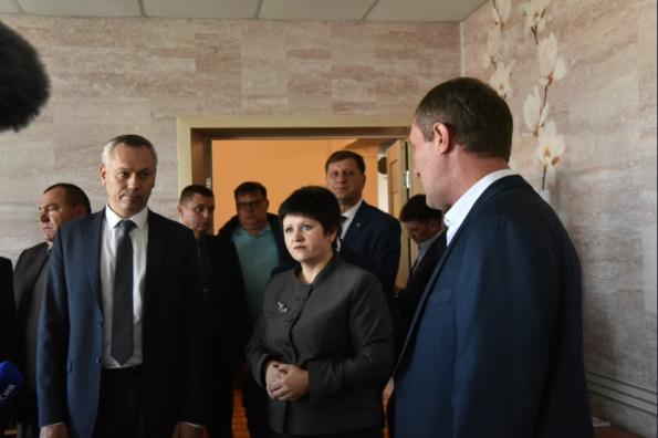 Губернатор Андрей Травников посетил в Баганском районе школу, требующую обновления