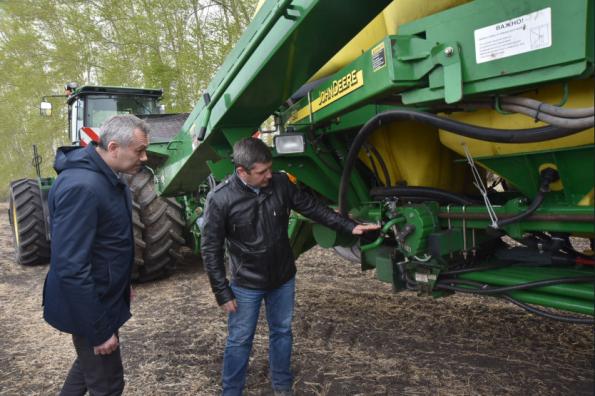 Андрей Травников: Аграрии Верх-Ирмени успешно применяют в ходе посевной инновационные технологии