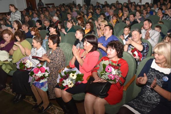Знаки отличия «За материнскую доблесть» вручены жительницам Новосибирской области