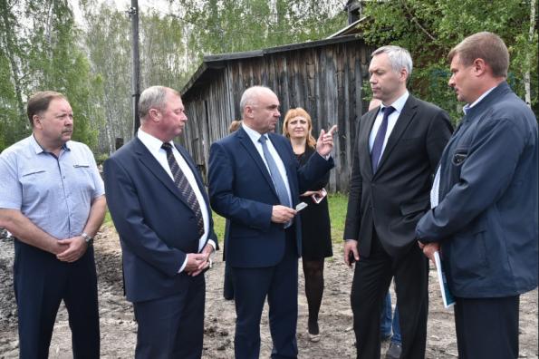 Андрей Травников обсудил особенности развития Кыштовского района – одной из самых отдаленных от областного центра территорий