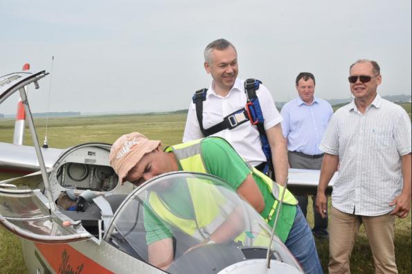 Андрей Травников: Необходимо оказать поддержку развитию планерного спорта в Новосибирской области
