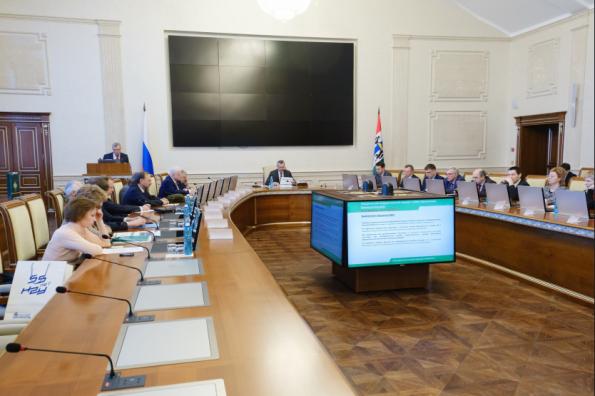 Губернатор Андрей Травников провёл заседание наблюдательного совета НГУ