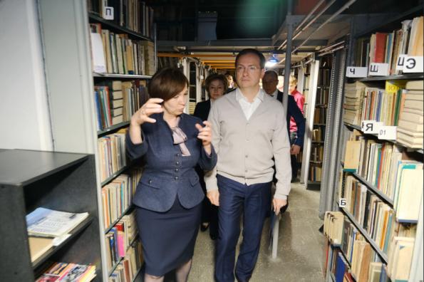 Министр культуры России Владимир Мединский вручил новосибирским библиотекам сертификаты на новое оборудование