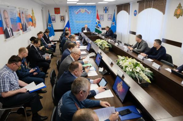 Губернатор Андрей Травников провёл внеочередное заседание КЧС: в районах области усилят работу по предупреждению и ликвидации ландшафтных пожаров